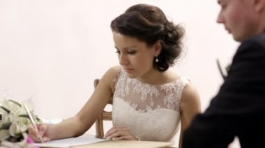 Bride signing marriage license. — Stock Video