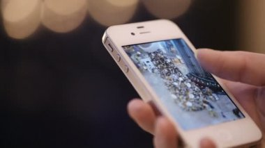 Using smartphone. — Vídeo Stock