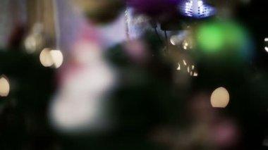рождественские украшения на елку — Стоковое видео