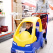 Child with mother in supermarket — Stock Photo