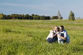 Familie mit drei spaß im freien — Stockfoto