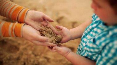 Sand transfer — Stock Video