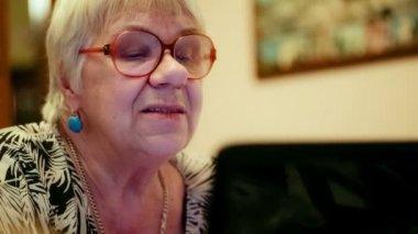 Senior woman having a video chat — Stock Video