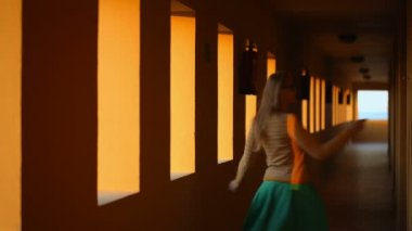 Dancing in hotel corridor — Stock Video