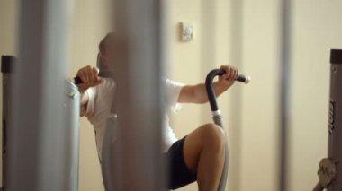 в спортзале — Стоковое видео
