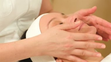 Massage of face — Stock Video