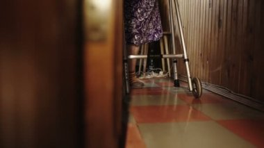 Elderly woman moving slowly in the corridor — Vidéo