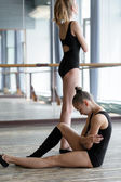 Two young ballet dancers in the studio during the  break — Stock Photo