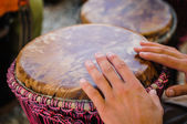 Man playing the djembe — Foto Stock