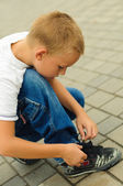 Boy tying the laces — Stock Photo