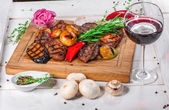 Grilled pieces of meat and different vegetables — Stock Photo