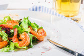 Shrimps with beer — Stock Photo