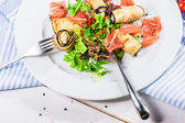Fresh salad with eggplants and bacon — Stock Photo