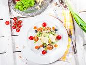 用鸡蛋和虾沙拉 — 图库照片