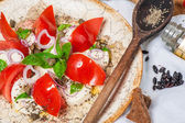 Salad with tomatoes and cheese — Stockfoto