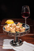 Tartlets stuffed with smoked salmon — Stock Photo