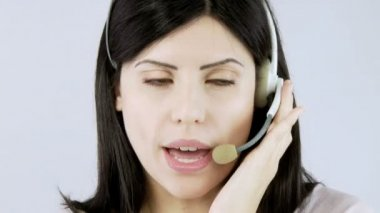 Recptionist talking with client with headset — Vídeo stock