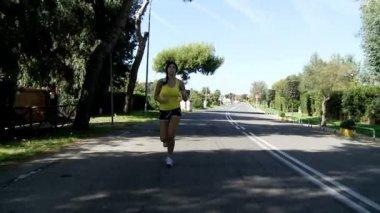 Woman jogging on street — Stock Video