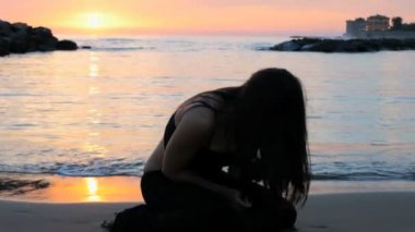 Woman crying sitting on beach — Stock Video