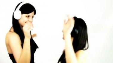 Girlfriends dancing — Stock Video