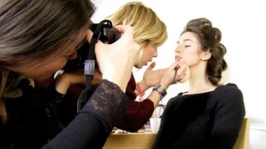 Makeup artist working on fashion model — Stock Video