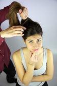 Will ich meine langen haare schneiden? — Stockfoto
