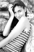 Ritratto di ragazza sorridente in estate — Foto Stock
