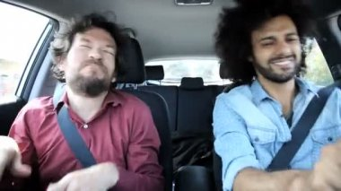 Two friends singing and dancing in car — Stock Video