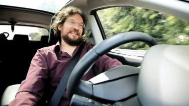 řidičské auto šťastný člověk — Stock video