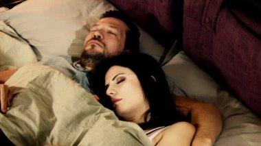 Husband and wife sleeping — Stock Video