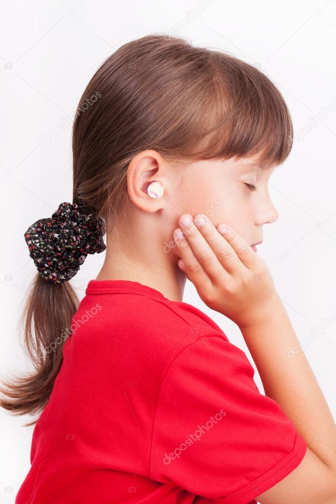 Girl with ear plugs in your ears with your eyes closed — Stock Photo #14095958