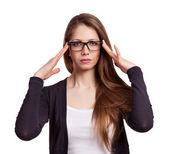 焦点メガネでかわいい長い髪の少女 — ストック写真
