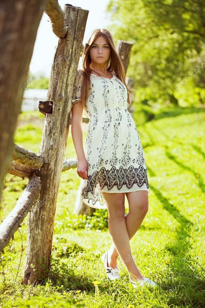 Фото девочек в легких платьях