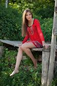 Piękna dziewczyna w czerwonej sukience — Zdjęcie stockowe