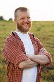 Felice uomo dalla barba rossa in una camicia — Foto Stock