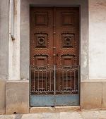 Closed wooden door in an old building — Stock Photo