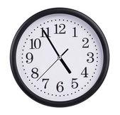 Bureau montre autour de l'horloge près de cinq heures — Photo