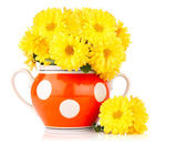 Yellow flower in bowl (country style) — Stock Photo