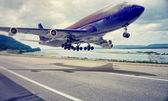Airplane landing — Stock Photo