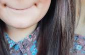 The girl smiles — Stock Photo