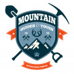 Mountain emblem — Stock Vector