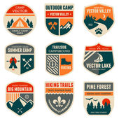 Insignias campamentos retro — Vector de stock