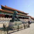 Bronze lion in Forbidden City — Stock Photo #25499989