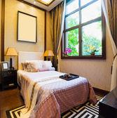 Comfortable bedroom — Stockfoto