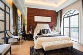 Luxury comfortable bedroom — Stock Photo