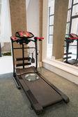 Bieżni w siłowni — Zdjęcie stockowe