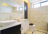 Modern bathroom — Stock Photo
