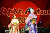 Geisha fan dancing — Stock Photo