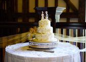 Wedding cake and knife — Stock Photo