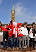 Canadians celebrate hockey gold — Stock Photo